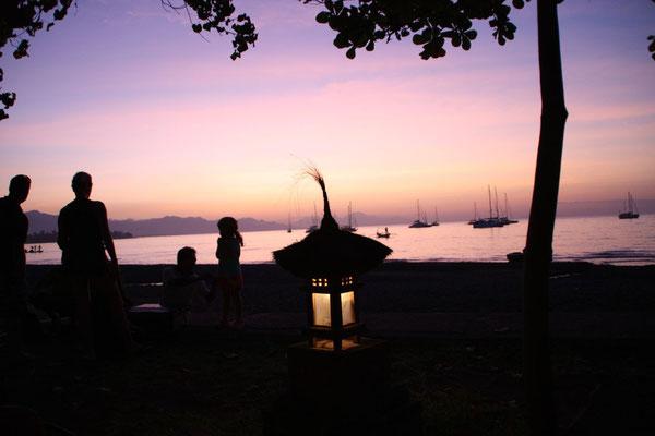Warten auf den Sonnenuntergang in Lovina