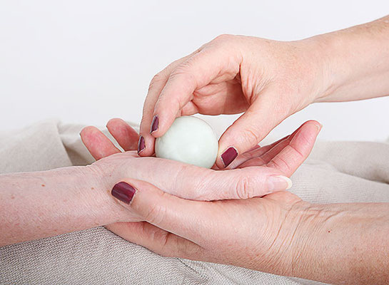 Irma Egloff, Edelstein Balance Massagen, Praxis Innerflow in Zeihen, Fricktal