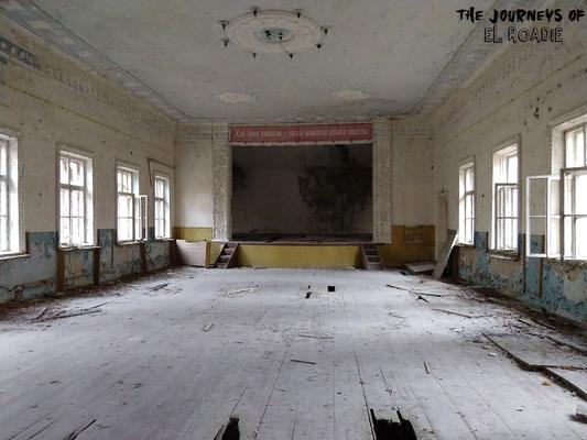 ... mit einem Kultursaal