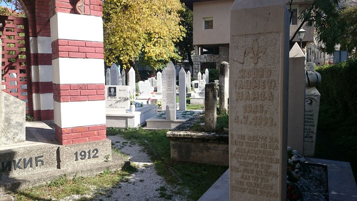 Gräber von muslimischen Kriegsopfern