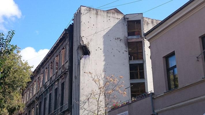 Durch den Krieg beschädigte Häuser