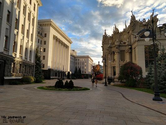 Präsidialamt und das gegenüberliegende Haus der Chimären