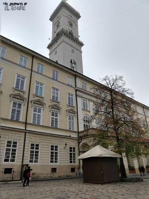 Rathaus mit Aussichtsturm in Lemberg