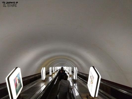 Ab geht´s in die tiefste U-Bahn Station der Welt