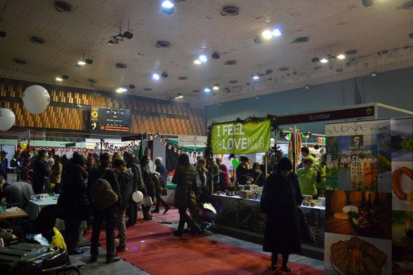 Weihnachtsmarkt der Botschaften in der Skenderija Halle
