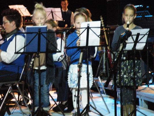 B-orkest met Blokfluitertjes Neriah, Raya en Jara