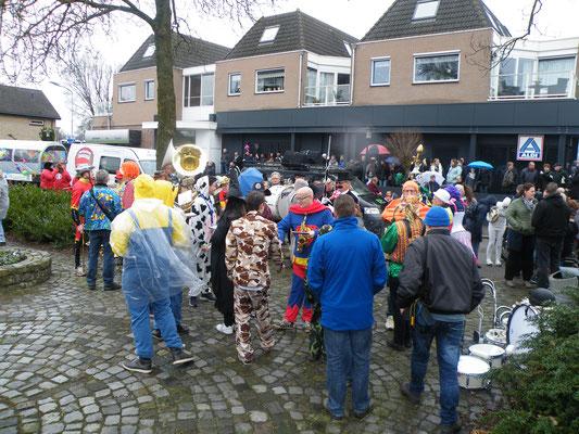 Carnavalsoptocht plein Dorpscentrum de Wieken