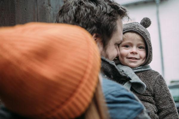Familienbilder Odenwald - Familienfotograf Odenwald - Familienfoto mit lächelndem Jungen