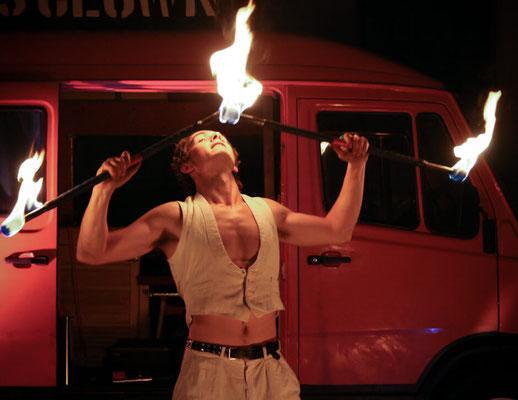 """Der Kaosclown mit seiner """"Feuer & Pyroshow"""""""