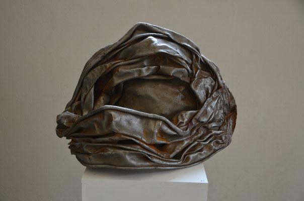 "1995 Dr. Dietmar Hawran - www.kunstarsenal-ravensburg. de - Metallobjekt ""zerquetscht"", ca. 70 x 40 cm"