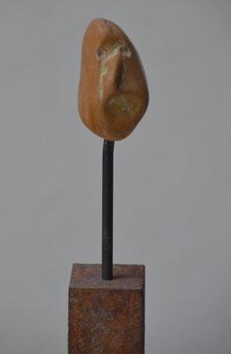 "2015 Dr. Dietmar Hawran -www.kunstarsensal-ravensburg.de  Steinkopf ""skeptisch"" ca. 20 cm mit Sockel"