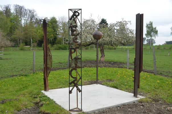 "2017 Gemeinschaftsprojekt: ""Pillars of freedom"", Skulpturenweg Bettenreute"