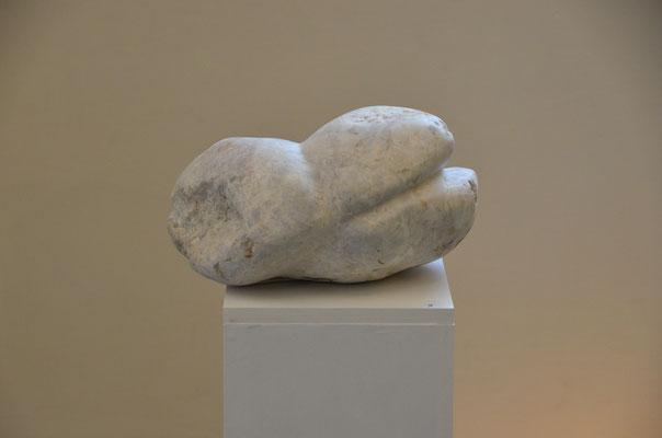 "2015 Dr. Dietmar Hawran - www.kunstarsenal-ravensburg.de - ""  (k)ein Akt"", Carara Marmor, ca 30 x 20 cx 25 cm"