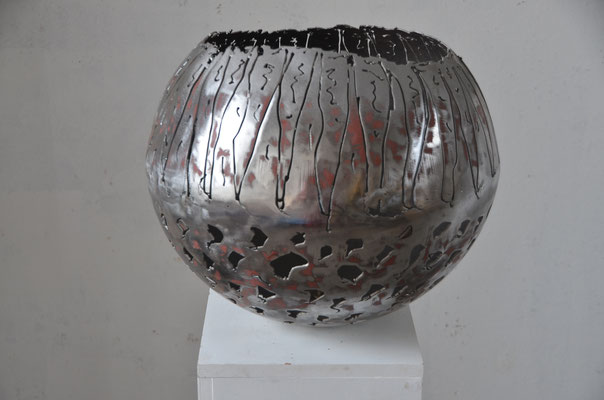 "2017 Dr. Dietmar Hawran -www.kunstarsenal-ravensburg.de -  Metallobjekt ""Schale"", DM ca. 45 cm"