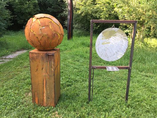 """2018 Objekt """"Zerreißprobe - die Erde klingt nicht mehr"""" im Skulpturengarten Ravensburg, Ulmer Strße 98"""
