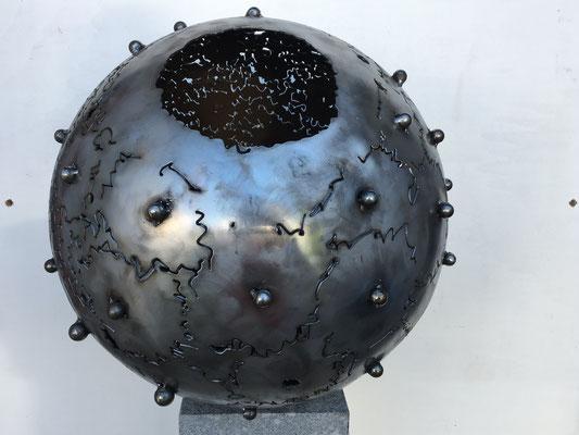 2019 Dr. Dietmar Hawran - www.kunstarsenal-ravensburg.de - Metallobjekt ohne Titel, DM ca. 50 cm