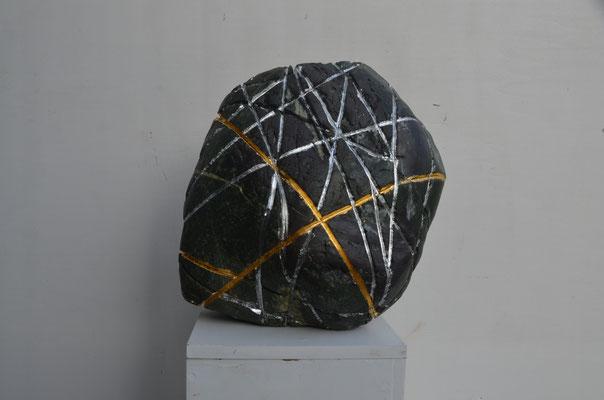 "2019 Dr. Dietmar Hawran - www.kunstarsenal-ravensburg.de - Flussstein ""lines"" - ca. 40 x 30 x 25 cm"