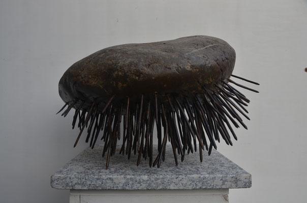 2019 Dr. Dietmar Hawran - www.kunstarsenal-ravensvburg.de - das Medidationskissen des Sadhu - ca- 40 x 30 x 25 cm
