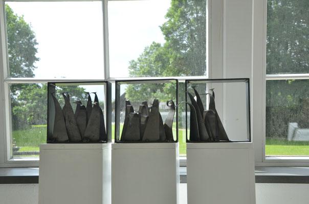 "www.kunstarsenal-ravensburg.de   - Tryptichon ""neugierig""  3 mal 20 x 20 x 20 cm"