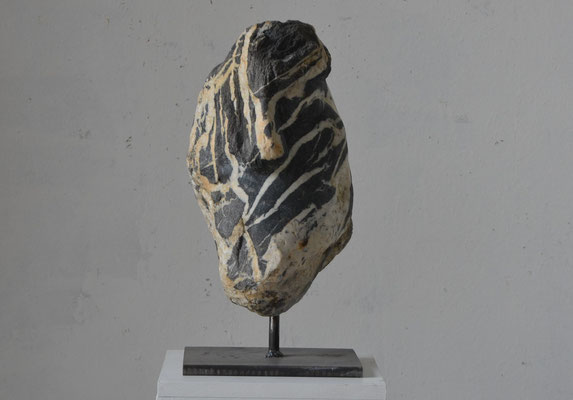 "2016  Dr. Dietmar Hawran - www.kunstarsenal-ravensburg.de ""Zyklop 2"", Flussstein, ca. 30 x 20 x 20 cm"
