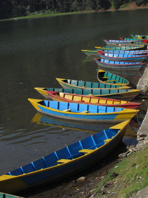 farbenfrohe Boote