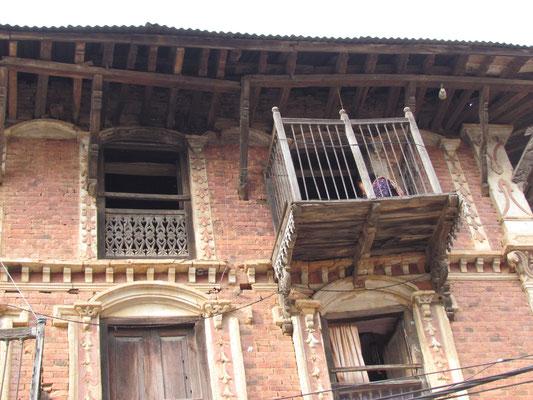 schiefe Balkone