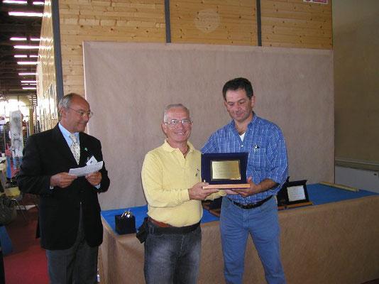 Casetta consegna il Premio Miglior Suiseki del Coordinamento a Luigi Garlaschi - Nippon Bonsai Club