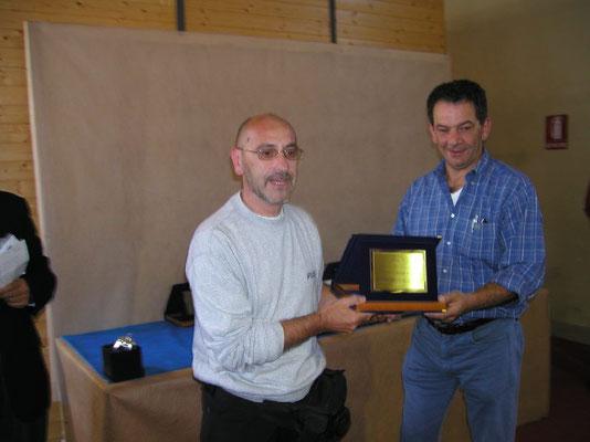 Casetta consegna il Premio Miglior Allestimento a Paolo Scarafiotti - Arte Bonsai Club Novara