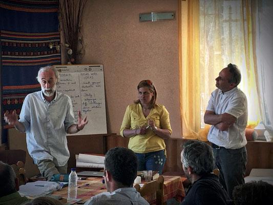 Die drei Organisatoren sammeln abschließende Eindrücke und Kommentare der Teilnehmer