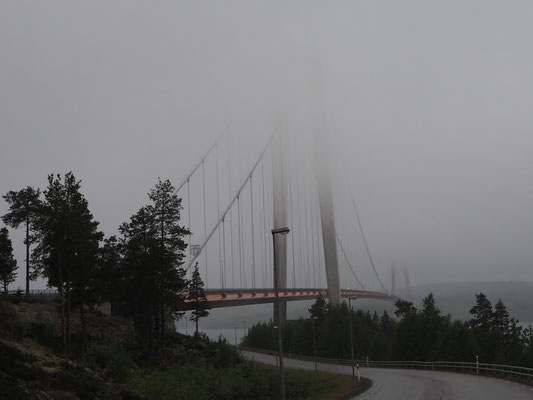 Högaküst Brücke, es hat mich fast von der Brücke geblasen