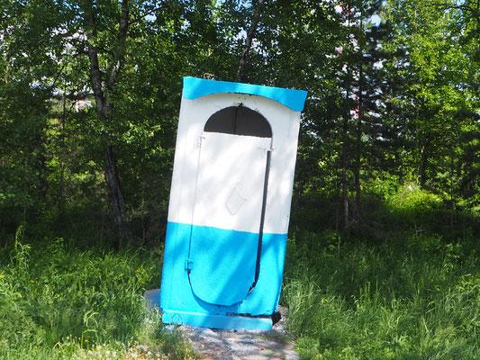 das schiefe WC von Sukhaya