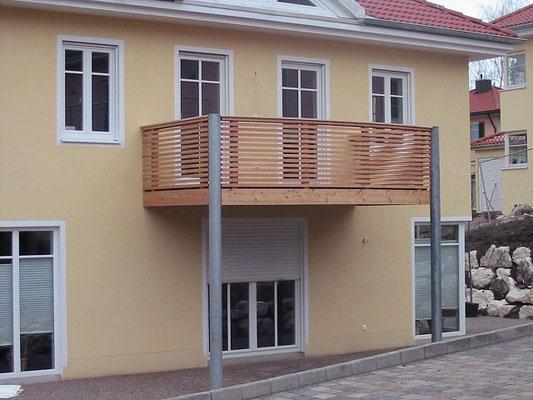 Balkon mit Holzverschalung
