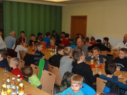 Über 50 Kinder feierten bereits am Nachmittag den Jahresabschluss