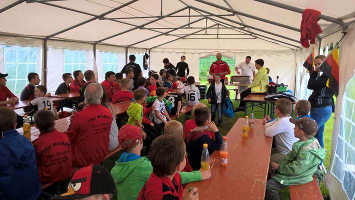 Über 60 Kinder von den Bambinis bis zur C-Jugend folgten der Einladung von Jugendleiter Bronold und seinen Coaches