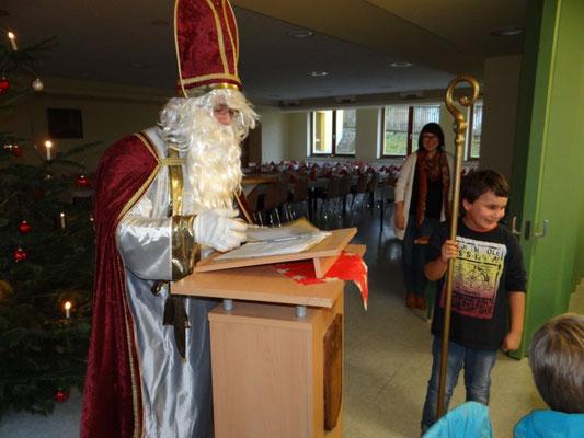Der Nikolaus berichtete über Gutes und Verbesserungswürdiges aus dem vergangenen Spieljahr