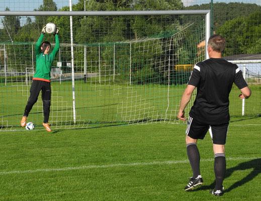 Jugendtorhüter des TSV Winklarn werden zusammen mit dem BFV ein perfektes Torwarttraining simulieren