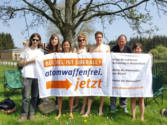 Kölner Traumfänger am 21.04.2018 vor dem Atomwaffenstützpunkt Büchel
