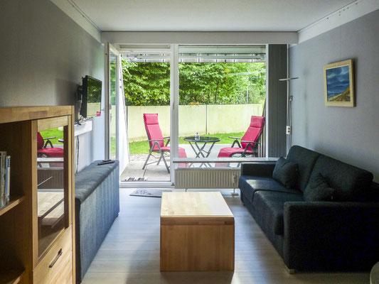 Der gemütliche Wohn- und Schlafbereich der Ferienwohnung