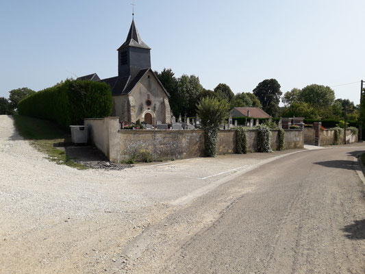 Vue d'ensemble de l'Église et du cimetière 2016