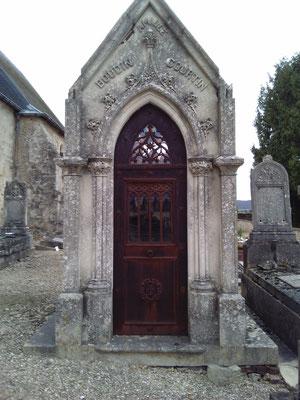 Tombe Chapelle dans le cimetière 2016