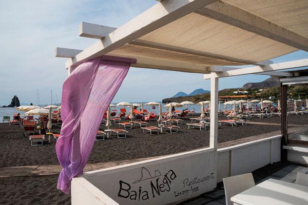 Baia Negra - Der schwarze Strand von Vulcano, Äolische Inseln, Sizilien.