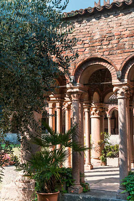 Eine Oase der Ruhe - der Kreuzgang von San Zeno, Verona