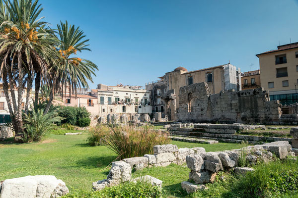 Auf Halbinsel Ortigia angekommen - der Tempel des Apollo, Syrakus, Sizilien