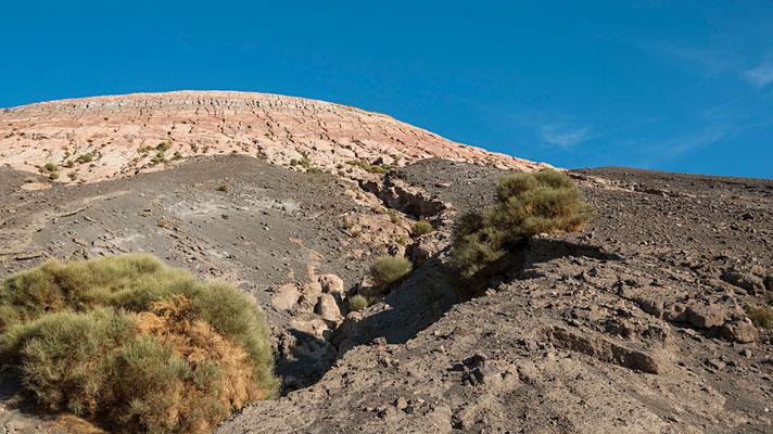 Der Aufstieg geht auf gewundenen Wegen nur ca. 1,3 km bis zum Vulcano Krater, aber der Weg hat es aufgrund der Bodenbeschaffenheit in sich.