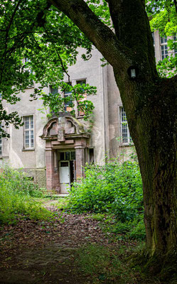 Zugang zum Naturwissenschaftlichen Schultrakt - Kent School, Waldniel-Hostert