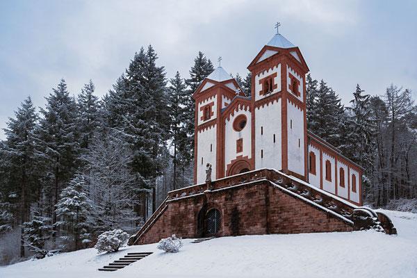 Front-Ansicht der Gruftkapelle von Mespelbrunn
