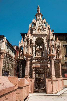 Filigrane Handwerkskunst - die Grabstätten des Scaliger sind wunderschön gearbeitet und da etwas abseits der Haupt-Touristenpfade gelegen, auch noch nicht überlaufen. (Verona, Venezien, Italien)