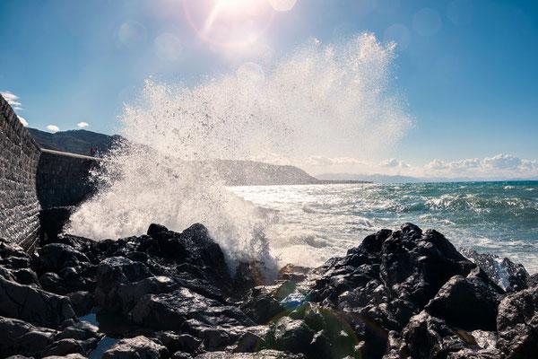 Stürmische See in Cefalù, Siziliens