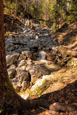 Der Kotbach-Wasserfall, der den Eibsee speist, Eibsee-Rundweg, Grainau-Zugspitzregion