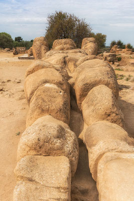 Statue des Telamon im Zeustempel im Tal der Tempel von Agrigent, Sizilien
